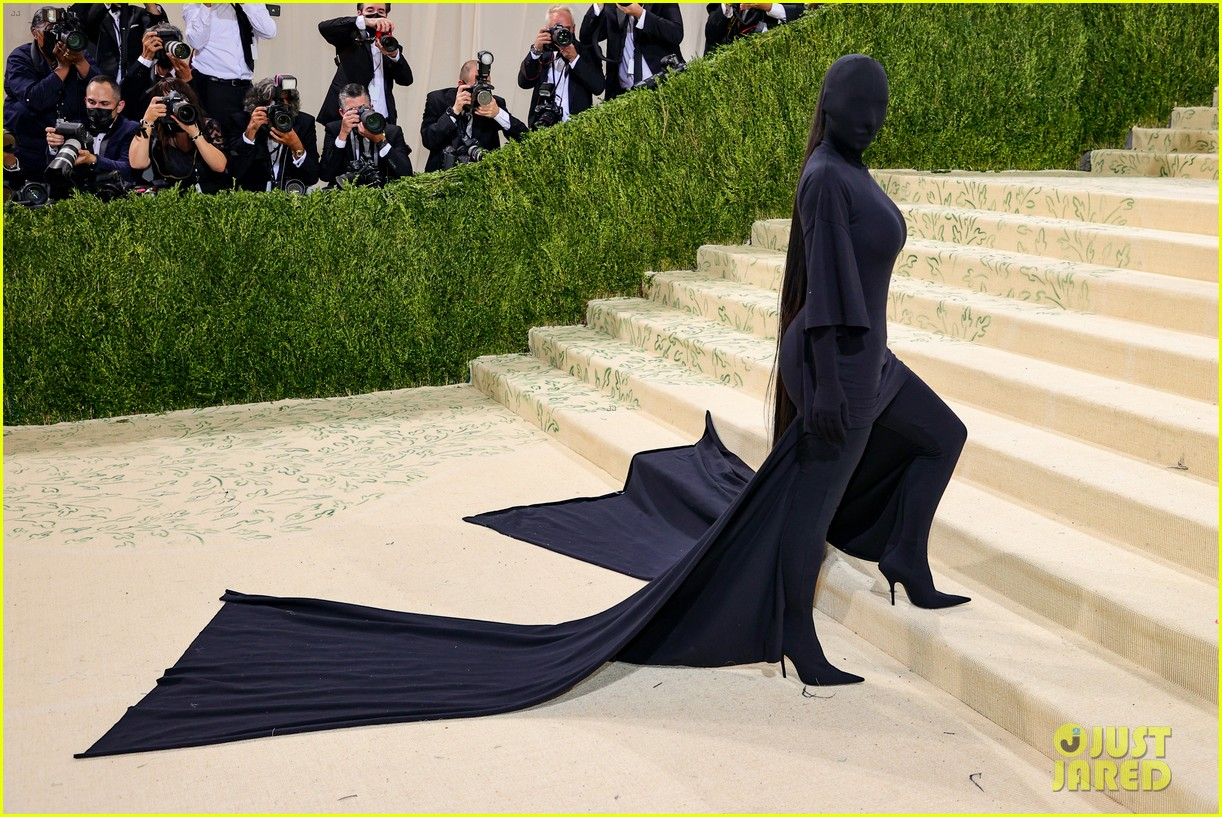 kim kardashian explains how her met gala look fit the events theme 054624774