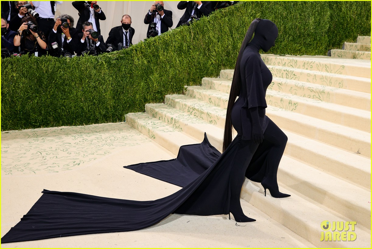 kim kardashian explains how her met gala look fit the events theme 064624775