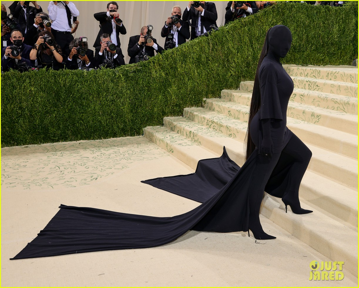 kim kardashian explains how her met gala look fit the events theme 074624776