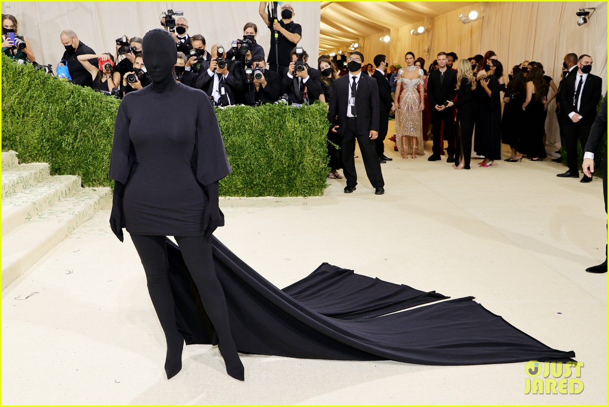 kim kardashian explains how her met gala look fit the events theme 084624777
