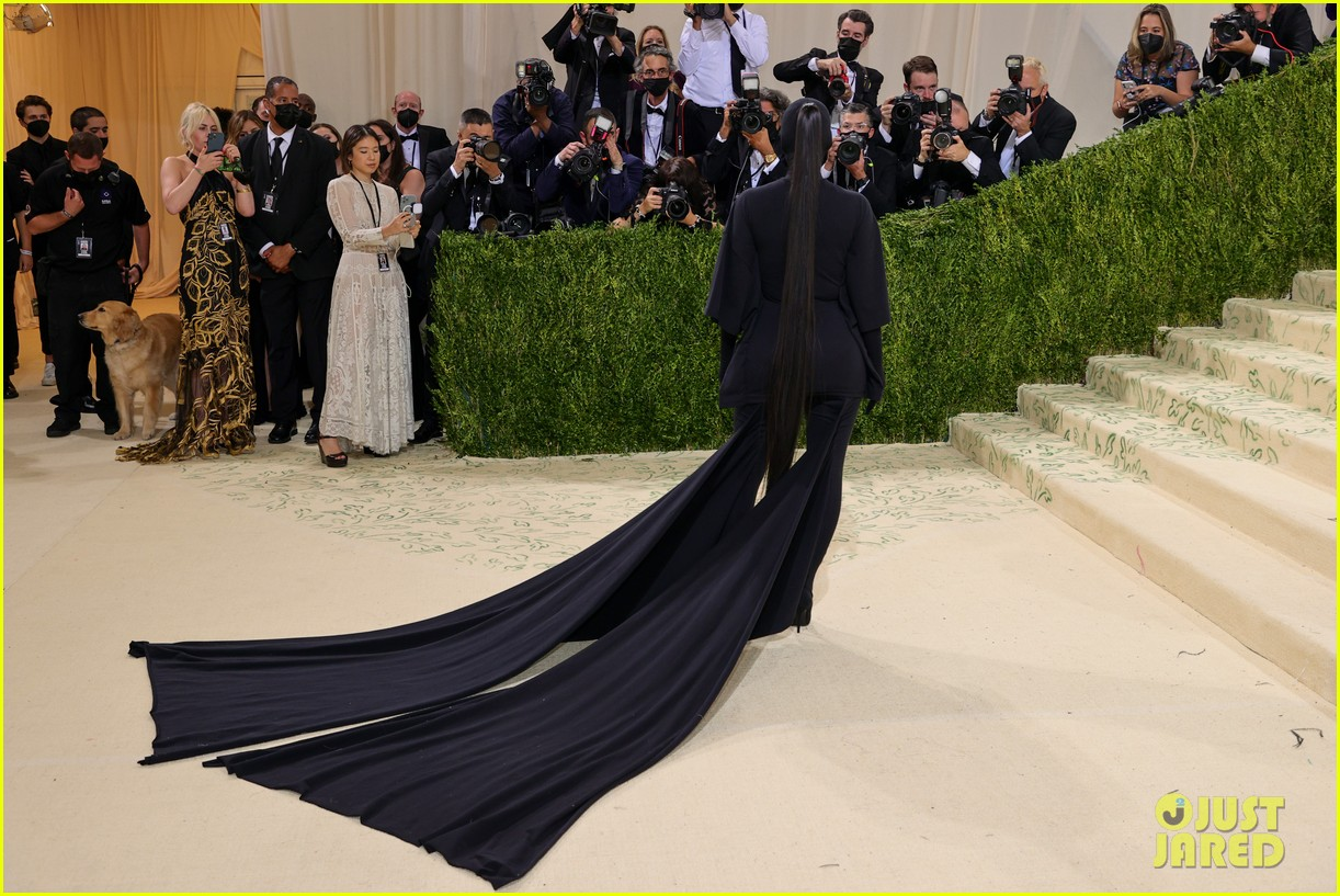 kim kardashian explains how her met gala look fit the events theme 104624779
