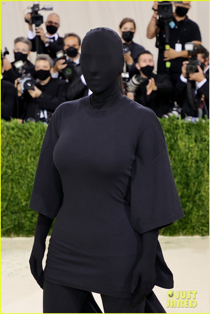 kim kardashian explains how her met gala look fit the events theme 114624780