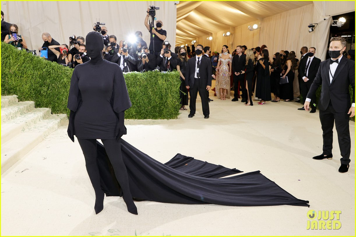 kim kardashian explains how her met gala look fit the events theme 124624781