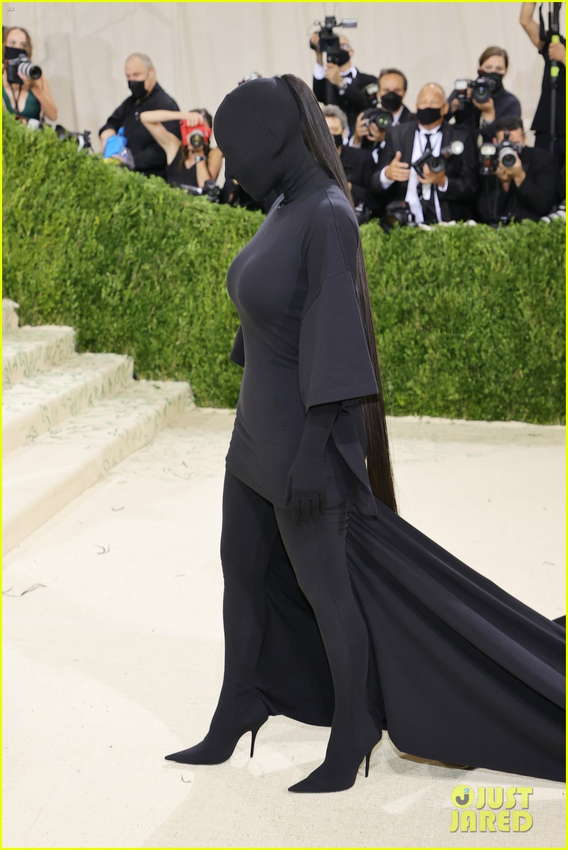 kim kardashian explains how her met gala look fit the events theme 134624782