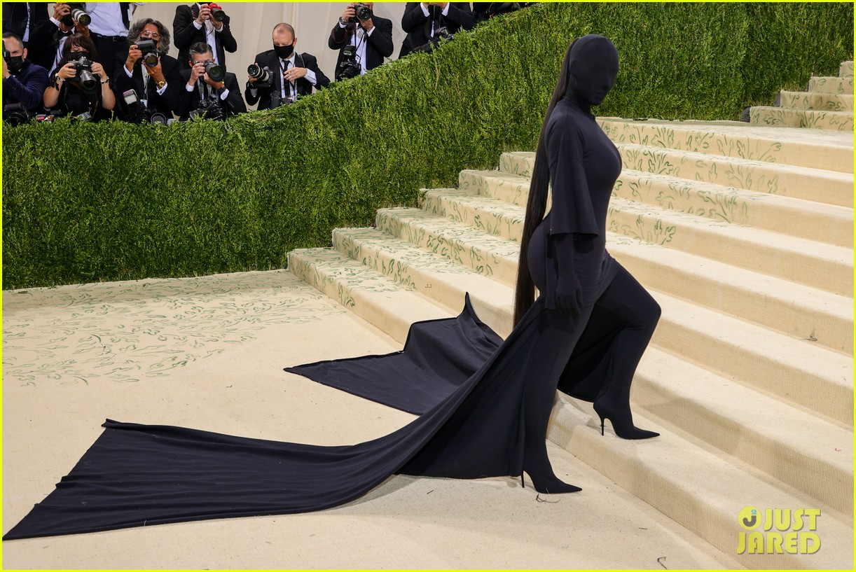 kim kardashian explains how her met gala look fit the events theme 144624783