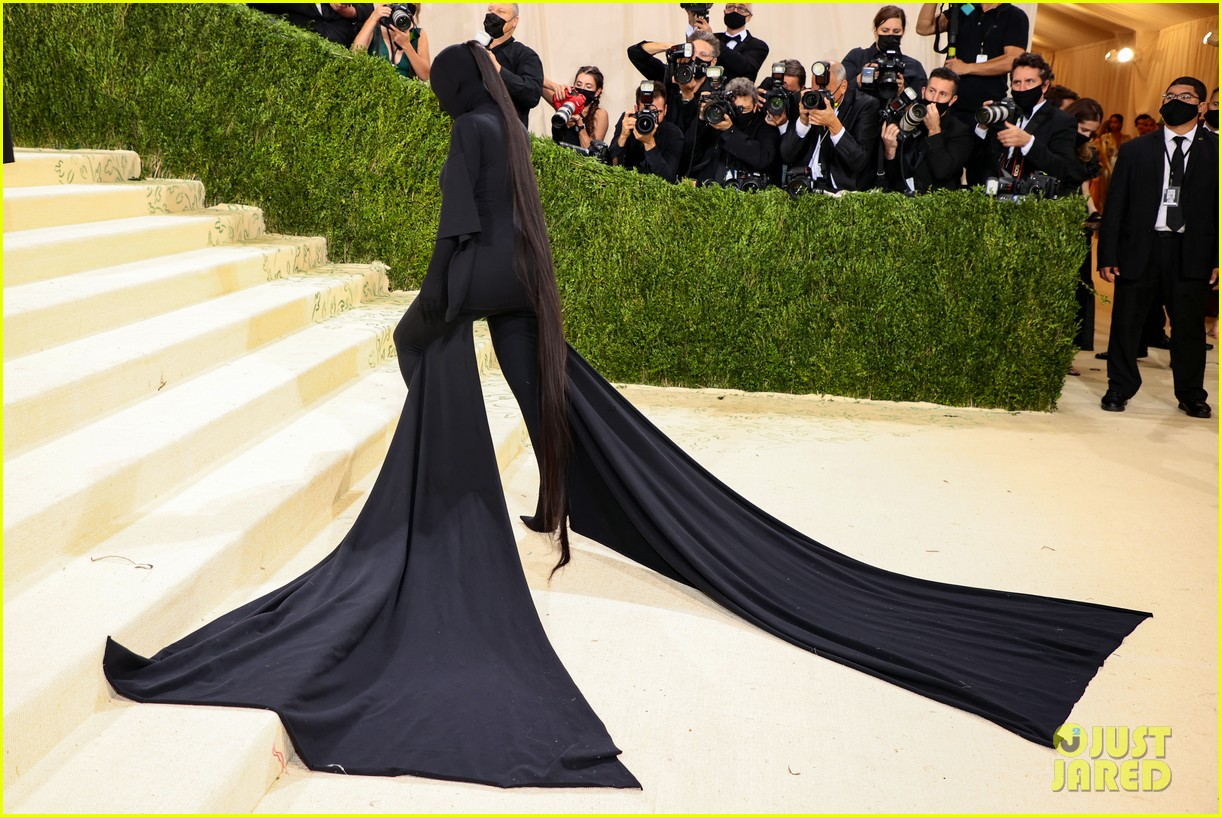 kim kardashian explains how her met gala look fit the events theme 174624786