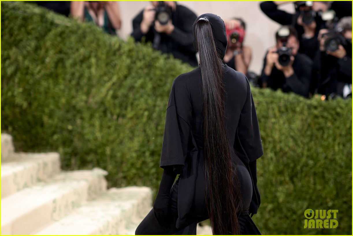 kim kardashian explains how her met gala look fit the events theme 184624787