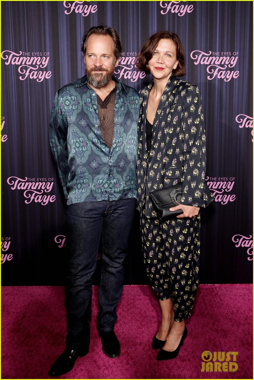 maggie gyllenhaal peter sarsgaard eyes of tammy faye premiere 034624751