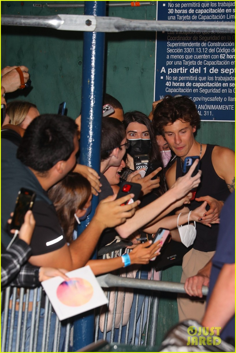 Shawn Mendes with fans