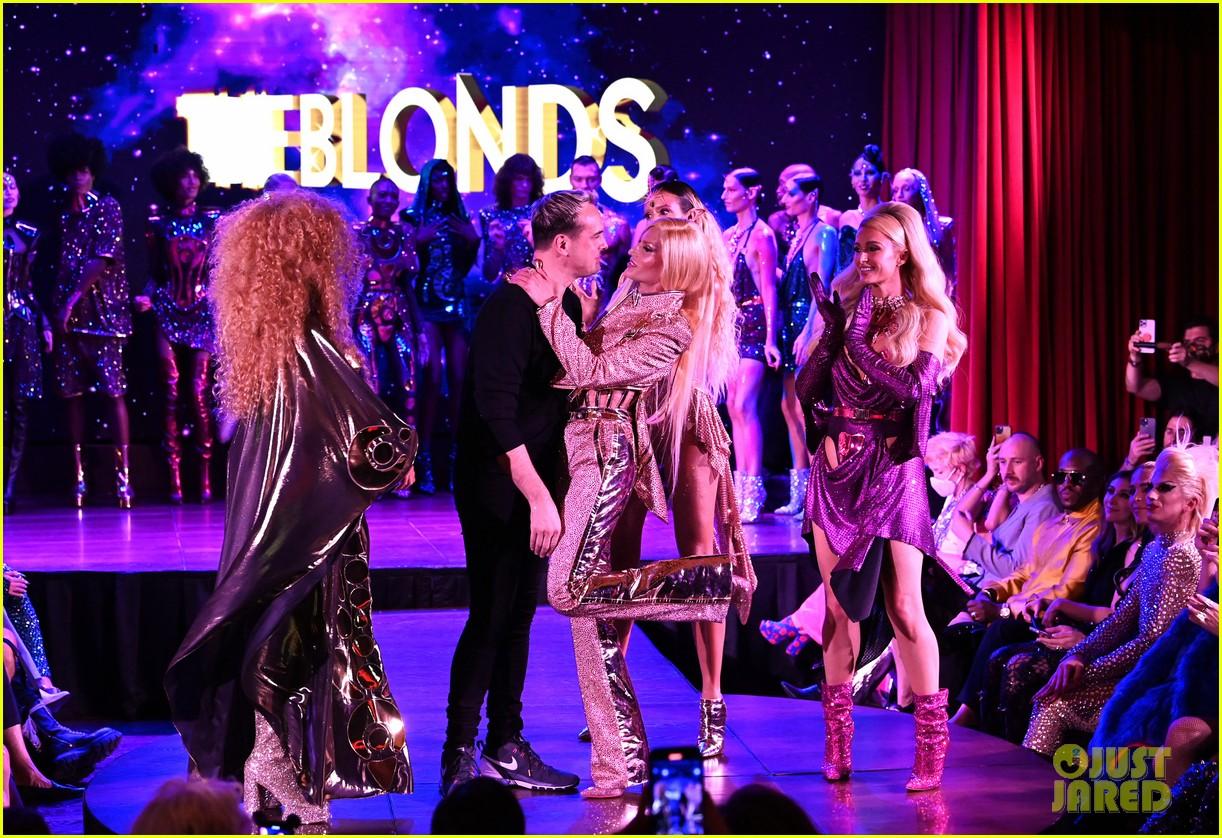 paris hilton walks runway blonds fashion show 064621941