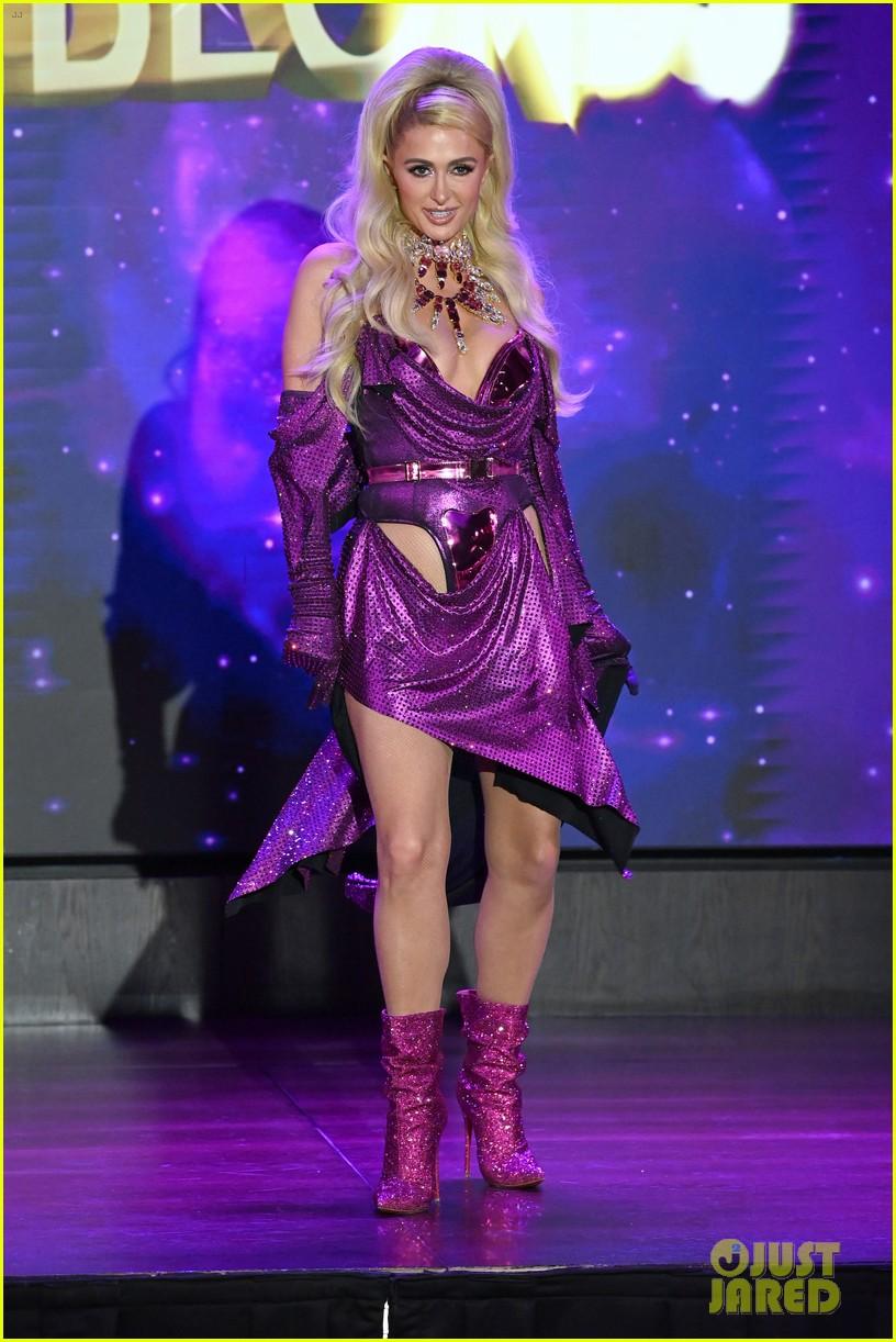 paris hilton walks runway blonds fashion show 214621956