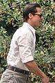 brad pitt slicks back his hair day of filming babylon 04