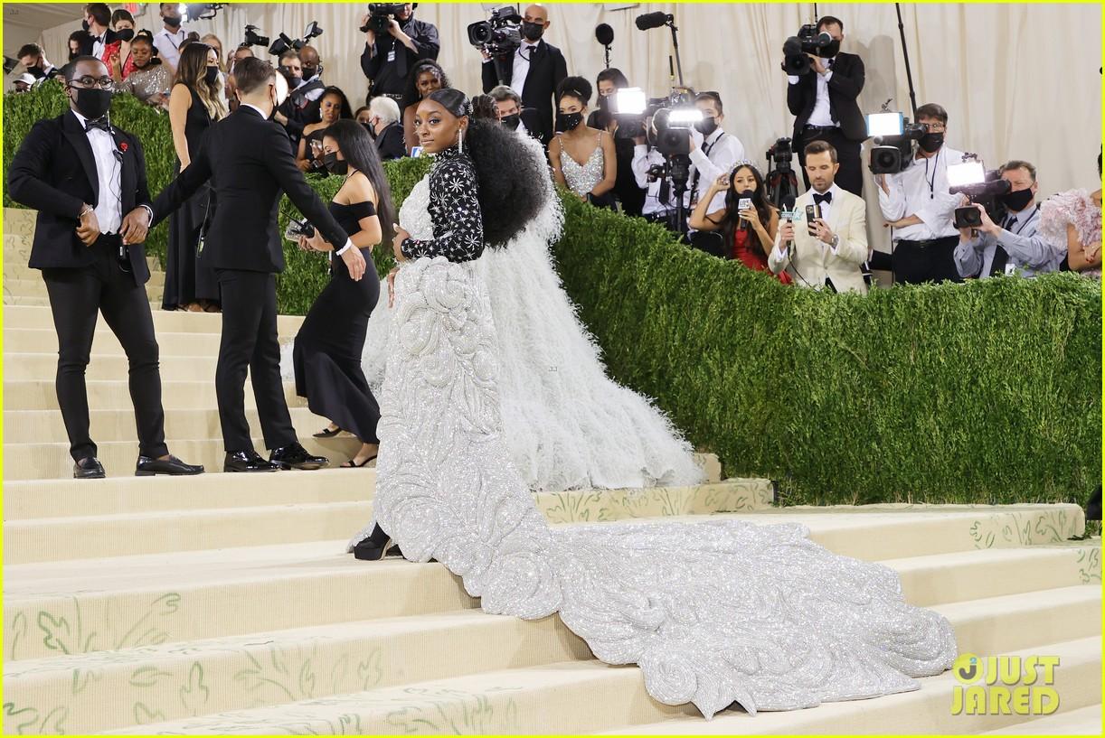 simone biles 88 pound dress met gala 2021 134623395