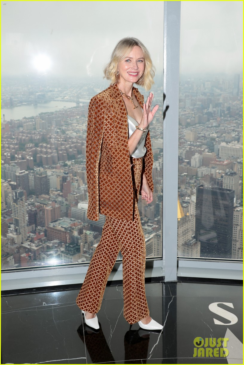 naomi watts lights the empire state building 014618919