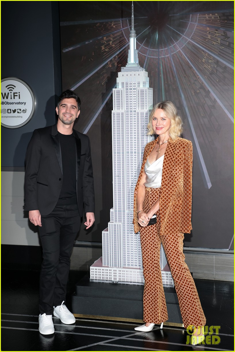 naomi watts lights the empire state building 024618920