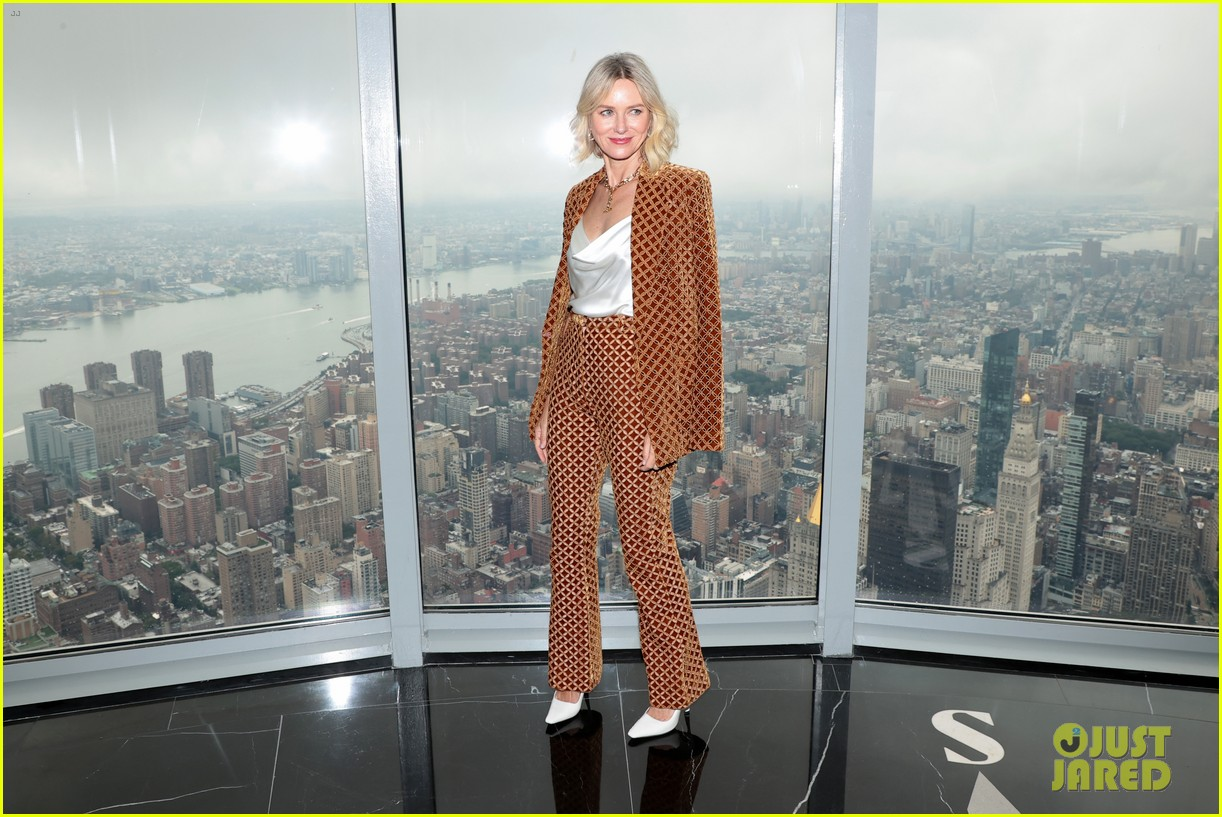naomi watts lights the empire state building 044618922