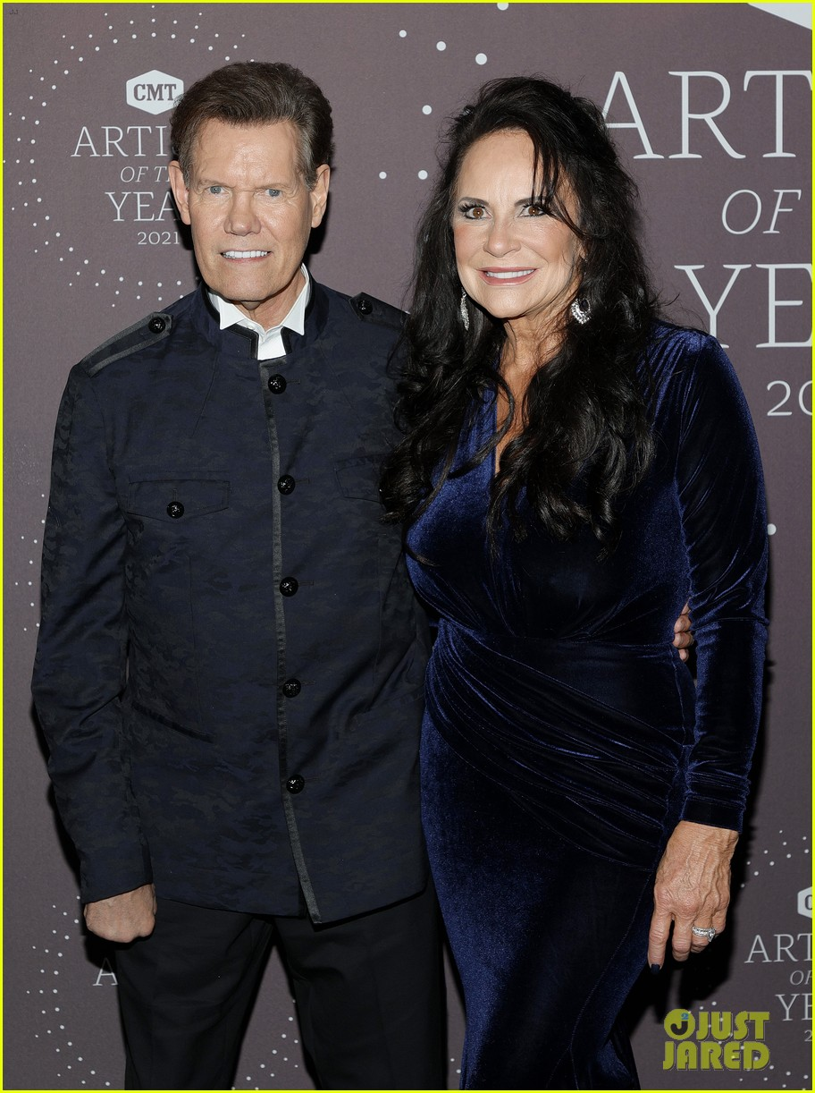 garth brooks randy travis more cmt aoty honors 134643606