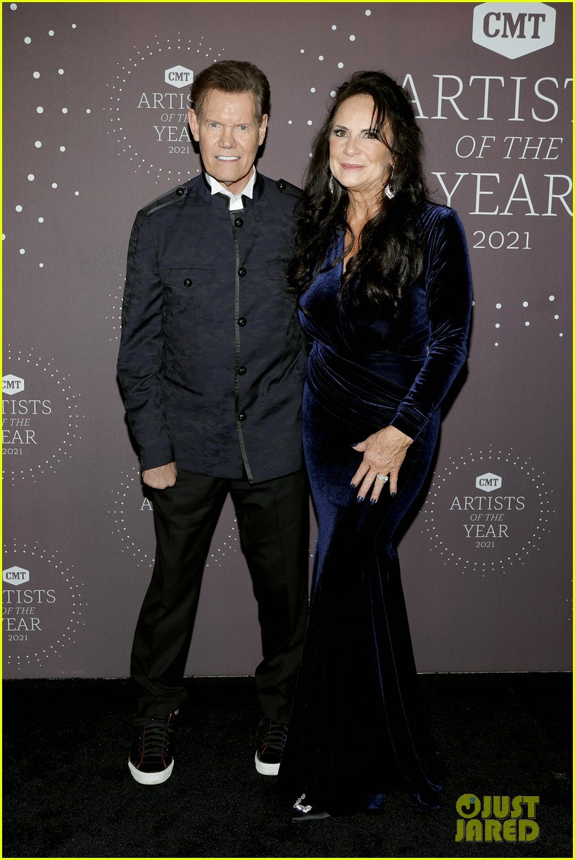 garth brooks randy travis more cmt aoty honors 144643607