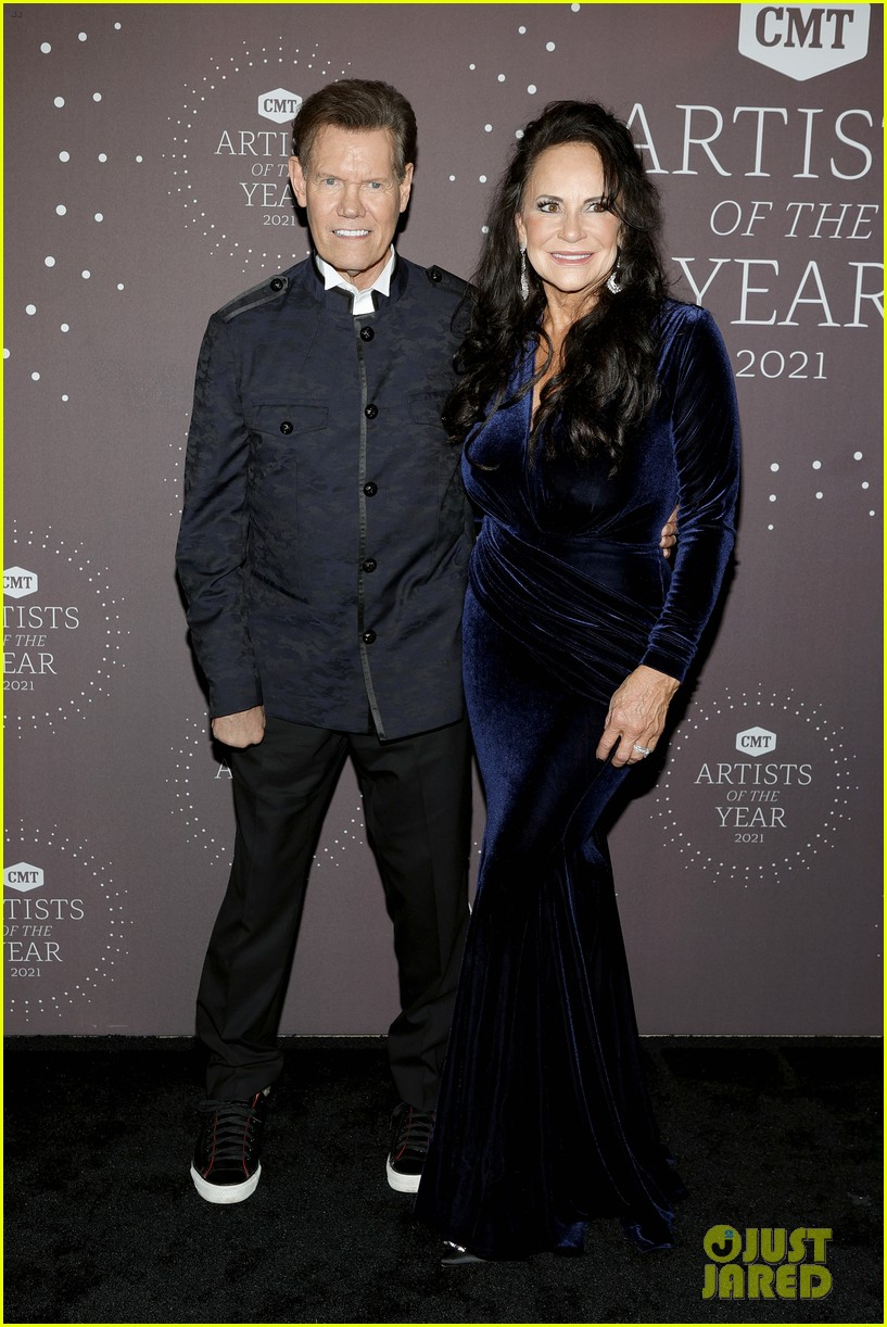 garth brooks randy travis more cmt aoty honors 284643621