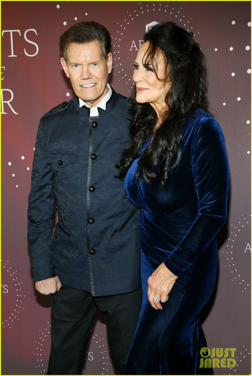garth brooks randy travis more cmt aoty honors 524643645