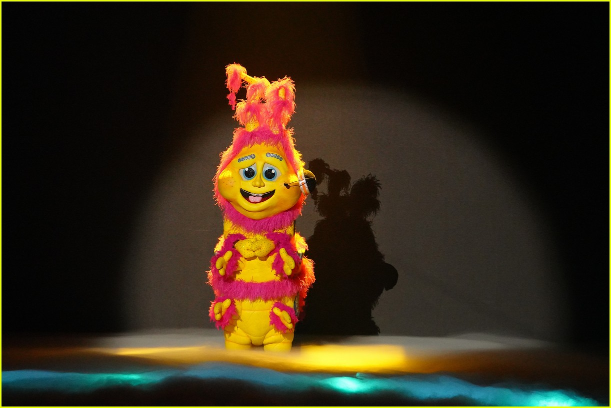 caterpillar performs on the masked singer 034643520