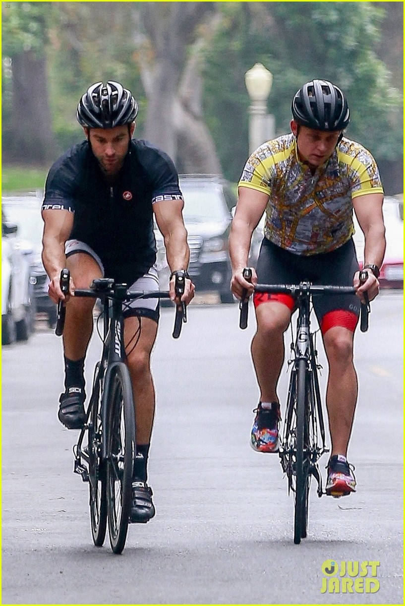 chace crawford billy magnussen bike ride 034641206
