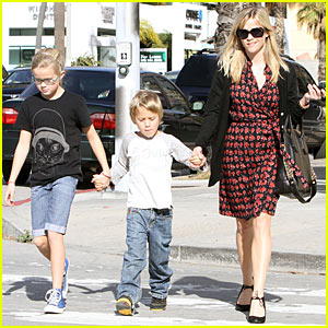 Reese Witherspoon Hits Jenny Bec's Toy Store
