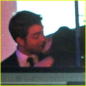 Robert Pattinson & Kristen Stewart Kiss at Cannes Film Festival