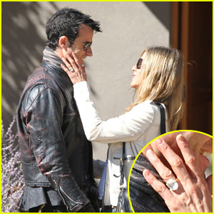 Jennifer Aniston Flashes Engagement Ring with Justin Theroux!