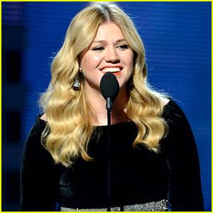Kelly Clarkson: Grammys 2013 Performance - WATCH NOW!