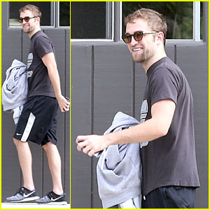 Robert Pattinson Bulks Up at the Gym!