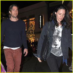 Scott Speedman: Holiday Shopping with Girlfriend Camille De Pazzis
