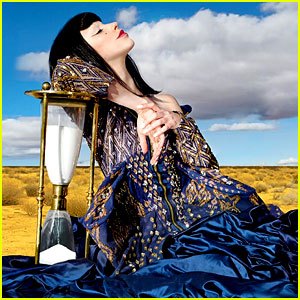 Kimbra Takes Us On a Trippy Ride Through '90s Music' - Exclusive Video Premiere!