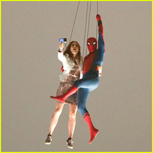 'Spider-Man' Stunt Doubles Hang From a Helicopter!