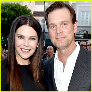 Lauren Graham Talks About Finding Love with Peter Krause!