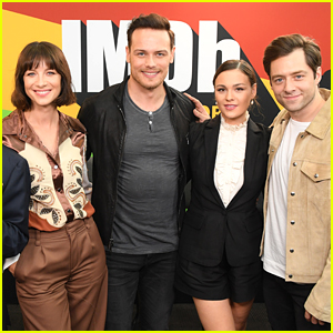Caitriona Balfe & Sam Heughan Premiere New 'Outlander' Opening Credits at NY Comic-Con 2018!