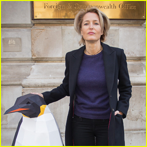 Gillian Anderson Delivers Antarctic Sanctuary Petition to UK Government!