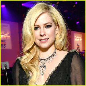 Avril Lavigne Addresses Conspiracy Theory That She Died Back in 2003