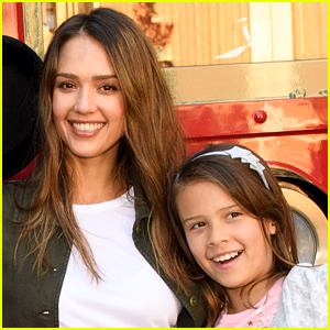 Jessica Alba Reveals Why She Goes to Therapy with Daughter Honor, 10