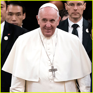 Pope Francis Apologizes After Slapping Woman's Hand