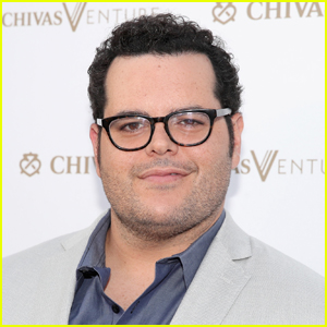 Josh Gad Reveals Which Celebrity Made Him Forget His Lines During 'Book of Mormon' on Broadway!