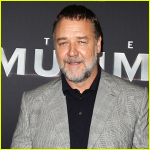 Russell Crowe Helps to Pay for Aspiring Actor to Go to Drama School