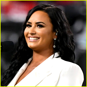 Demi Lovato's Debuts a New Tattoo on Her Neck!