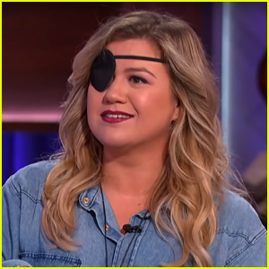 Kelly Clarkson Explains Why She's Wearing an Eye Patch