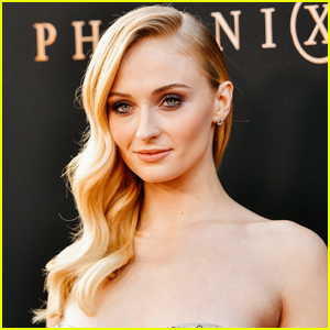 Sophie Turner Shares Never-Before-Seen Pregnancy Photos in a Bikini