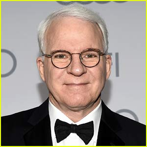 Steve Martin's Mask Selfie Goes Viral for His Cute Way of Not Being Anonymous