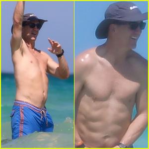 Peyton Manning Flaunts Ripped Abs While Shirtless at the Beach! (Photos)