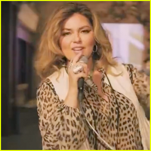 Shania Twain Performs from Switzerland at CMT Awards 2020 - Watch!