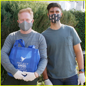 Jesse Tyler Ferguson & Husband Justin Mikita Deliver Meals Ahead of Thanksgiving