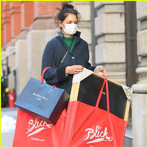 Katie Holmes Loads Up On Art Supplies Just Days Away From Christmas